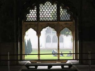 Red_fort_delhi_palace_garde_600x
